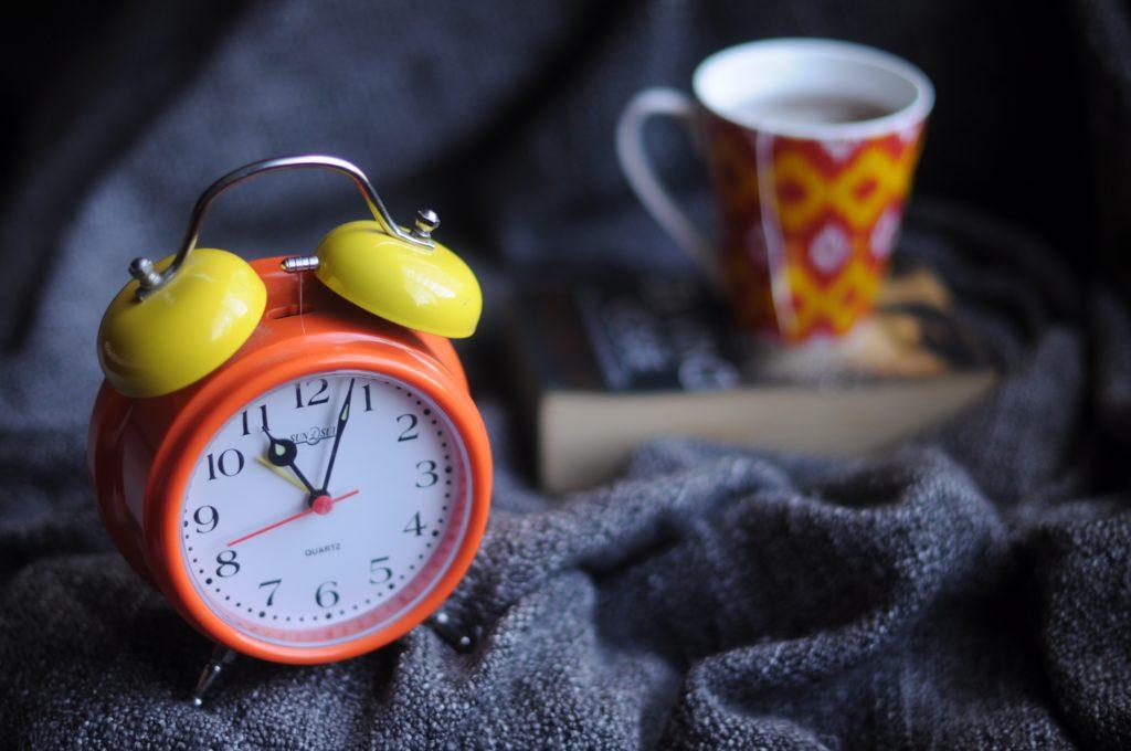 réveil-tasse-livre