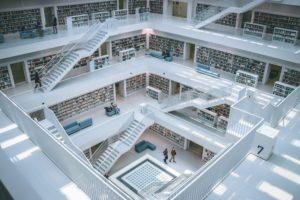 Atrium d'une bibliothèque universitaire