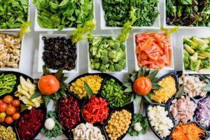 des assiettes de fruits et de légumes pour adopter la zen attitude
