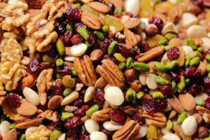 mélange de noix, amandes, pistache, raisins secs