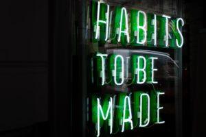 habitudes à faire en anglais en néon vert