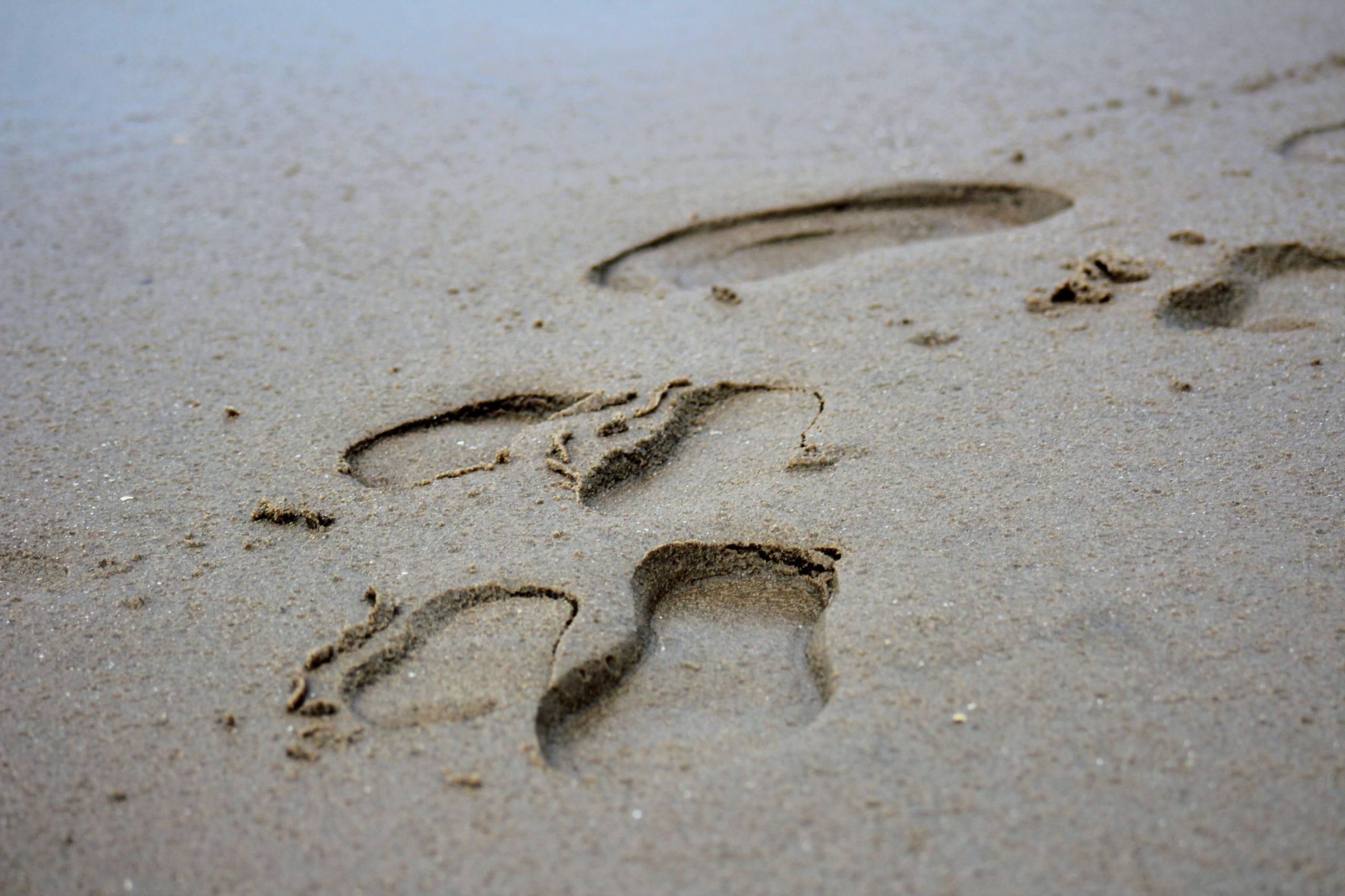 petits pas dans le sable
